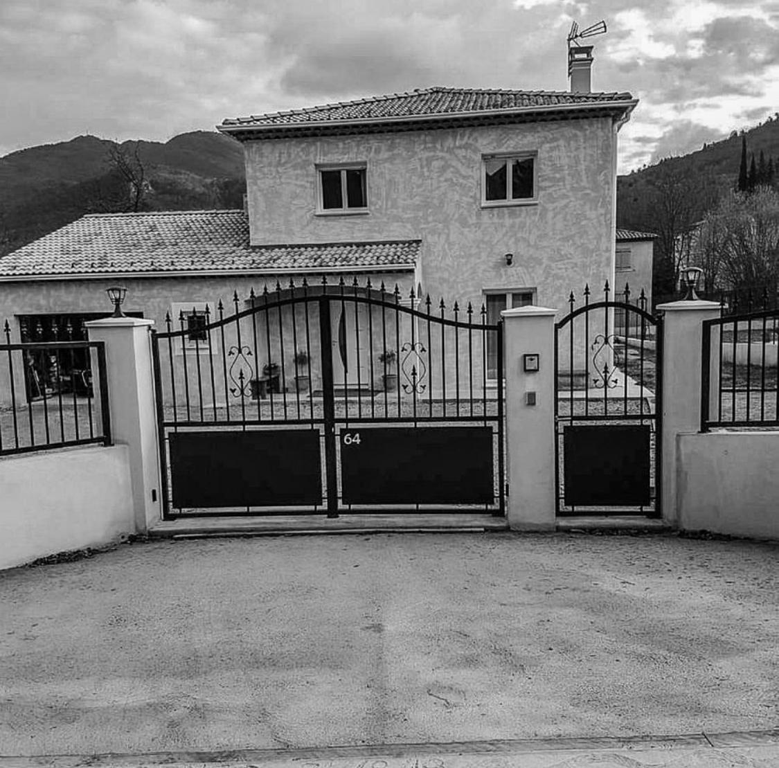 maison avec un portail